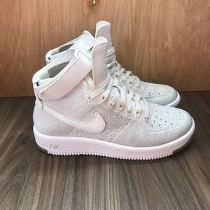 Nike Air Force 1 Flyknit Size 7 Triple White